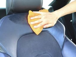 5 sources of bad smells in your car
