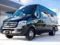 Klassen Limousine from Mercedes - a mini luxury office on wheels