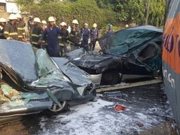 Fatal traffic accident in Lagos: Container fell off from truck, crushed two cars