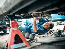 10 safety rules you must know when attempting to repair a car
