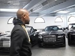 Floyd Mayweather sports his 7 Roll-Royces, a Maybach & a Ferrari 488