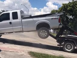 Ridiculious indicent in Florida: Ford F-150 fights back the tow truck