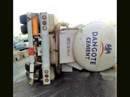 Dangote truck falls on the highway - causes massive traffic at Ikate!