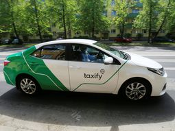 Two Taxify drivers (one Pastor) ignore passengers to slug it out