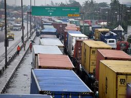 Revealed: How Apapa gridlock holds $300M worth of cashew nuts to ransom!