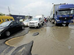 Swerve right to avoid potholes & reduce head-on collision: Don't swerve left, FRSC repeat!