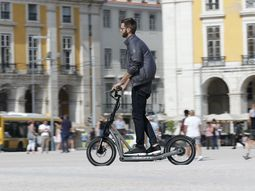 BMW new E-Scooter reaches 20 km/h at top speed