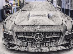 Simple cleaning tips for a sparkling Mercedes-Benz