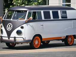 Volkswagen Type 20 Microbus in form of an organic Retro EV