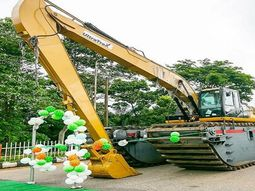 Ondo Governor acquires amphibious excavator to tackle flooding in the state