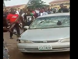 [Video] University students violently destroy a SARS Officer's car in Ogun State