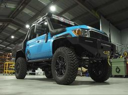 [Video] This one-off Toyota Land Cruiser with its huge portal axles can take you anywhere