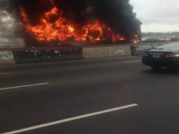 Car on fire on Third Mainland Bridge (watch video)