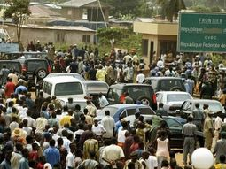 Thousands of Travellers stranded as FG shuts down Seme Border