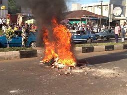 Suspected one-chance bus & 3 kidnappers set ablaze in Abuja