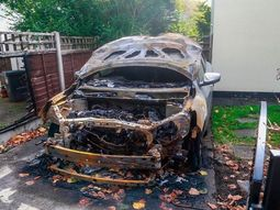 Family 's car gets 'petrol-bombed' in their garden