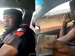 Police officer took ₦​​​​​​​10,000 bribe from motorist & lied to colleagues he only got ₦​​​​​​​5,000 (video)