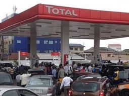 A person died while others have to buy fuel for ₦600 due to fuel scarcity in border towns