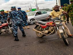 A one-way bike rider in Lagos was arrested for attacking traffic police officer