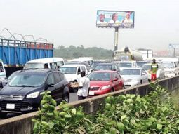 Lagos-Ibadan commuters decry the alarming rate of robbery on the Long Bridge
