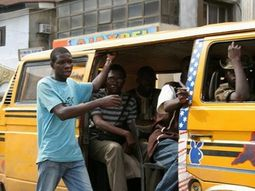 Police officer and bus conductor fight in Lagos (Video)