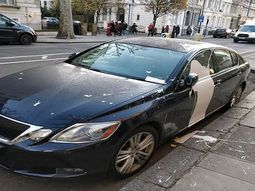 Angry Londoner throws eggs and paint on motorist's car for inconsiderate parking