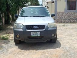 Locally Used 2005 Ford Escape for sale in Lagos.