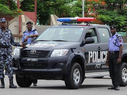 Lagos police arrests 150, impounds 10 luxury buses for violating curfew