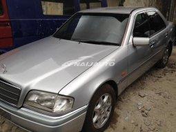 2001 Mercedes-Benz c200 clean