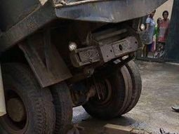Mechanic apprentice dies as jacklift slips under truck in Lagos
