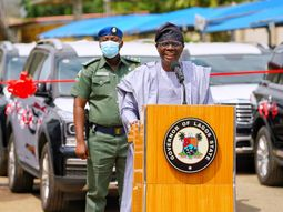 Lagos government gives out 51 SUVs, 8 houses to judges in the state
