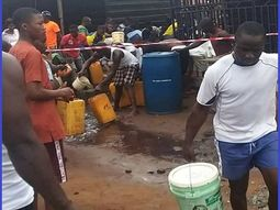 [Photos] Lagos residents rush to scoop fuel from a fallen tanker