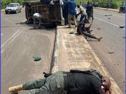 2 policemen lose their lives, 8 get injured in in a Toyota Hilux crash in Ondo state