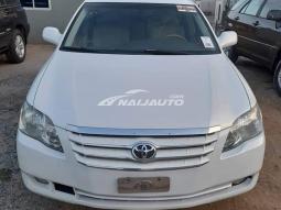 Toyota Avalon pure white neatly used