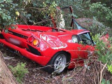 Newly bought Lamborghini Diablo totaled in freak Australian car crash