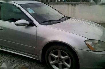 Clean Nissan Altima 3.5SE is up for grabs