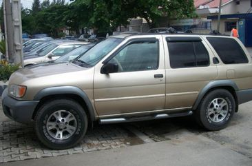 Nissan pathfinder 2000 model