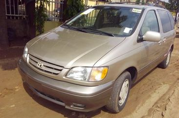 Toyota Sienna 2001 model for sale