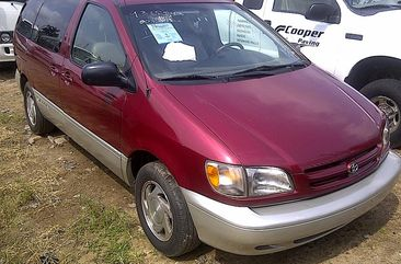 Toyota Sienna 1999 Red for sale