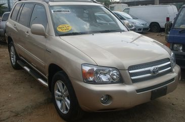 Very clean and charming Toyota Highlander for sale