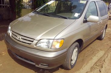 Clean 1998 Toyota Sienna with First Body