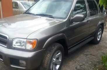 Selling gold 2001 Nissan Pathfinder suv / crossover automatic in Surulere