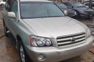 Super clean sharp and cheap Toyota Highlander 2003 Model