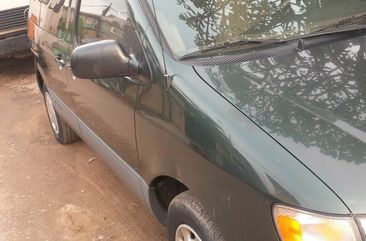 Tokunbo Toyota Sienna 1999 Green for sale