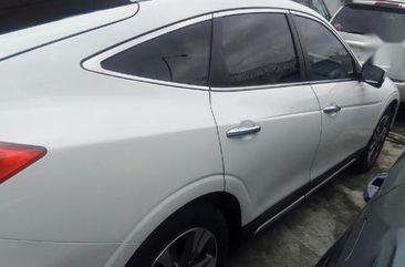 Selling white 2014 Honda Accord CrossTour hatchback automatic at price ₦5,000,000