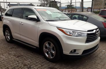 Neat Tokunbo Toyota Highlander 2017 Model White