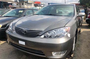Foreign Used Toyota Camry 2005 Model Silver for Sale