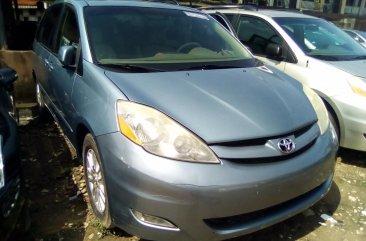 Used Toyota Sienna for Sale in Nigeria 2008 Minibus
