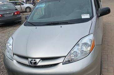 Foreign Used Toyota Sienna 2008 Model Silver for Sale