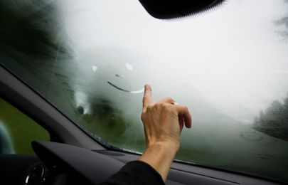 Why fog forms on the windshield & how to keep it clear in heavy rainfall